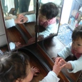 最近、帆夏は、ばあばあの三面鏡に凝ってます。